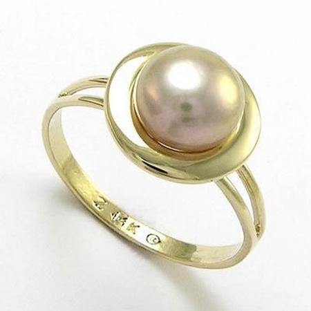 Gold pearl signet ring